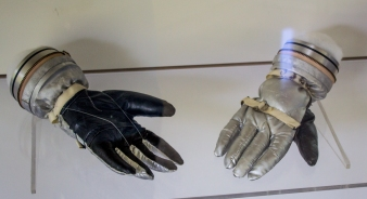 Mercury Gloves